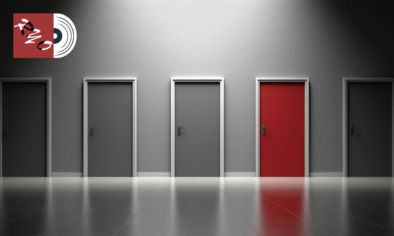 ひとつだけ赤い並んだ5つの扉