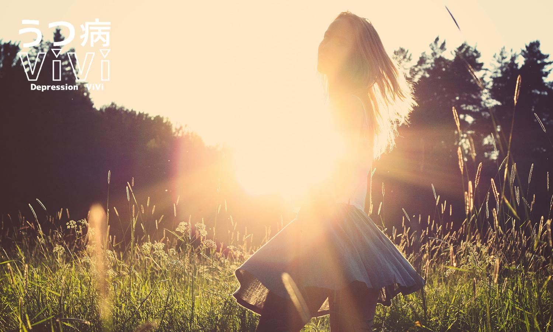 草原を駆け抜ける少女