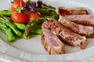 肉とアスパラ